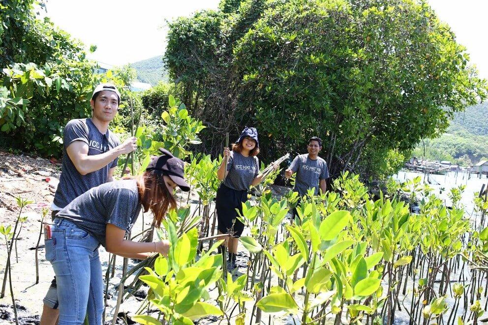 กิจกรรมปล่อยปู ปลูกป่า ศึกษาวิถีชีวิตชุมชน